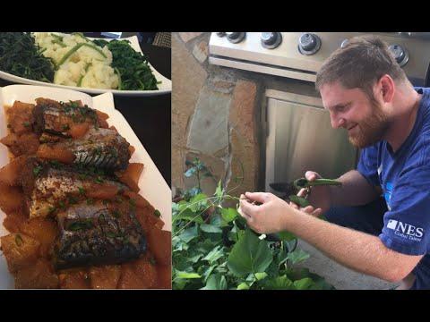 Nấu cá nục Na Uy kho thơm ăn với rau lang tự trồng tại nhà ở Mỹ