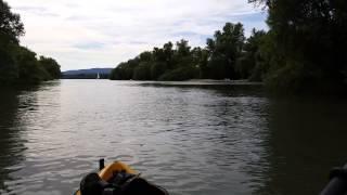 Kayak fahren auf der Rettbergsaue am Rhein