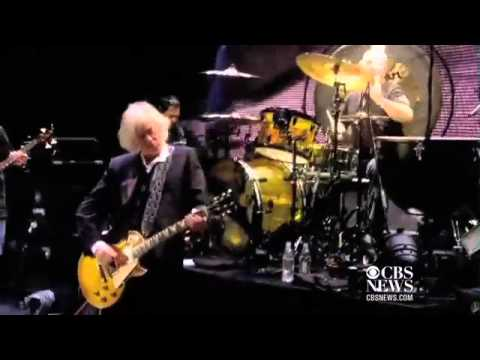 "Web Exclusive: Led Zeppelin performs ""Black Dog"""