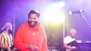 Sjava - Ikhandlela (so emotional)  Live with The Band