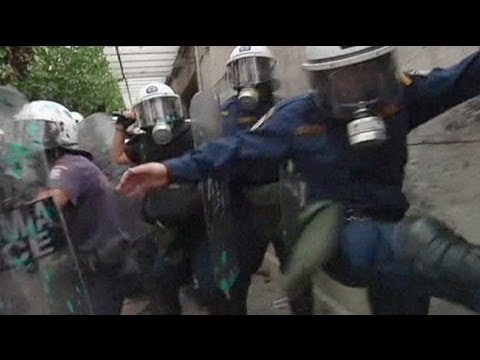 Anti-Merkel protests turn violent in Athens - no comment