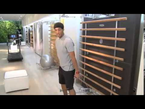 JOSHUA HOLLAND, New York Celebrity Personal Trainer trains with Technogym