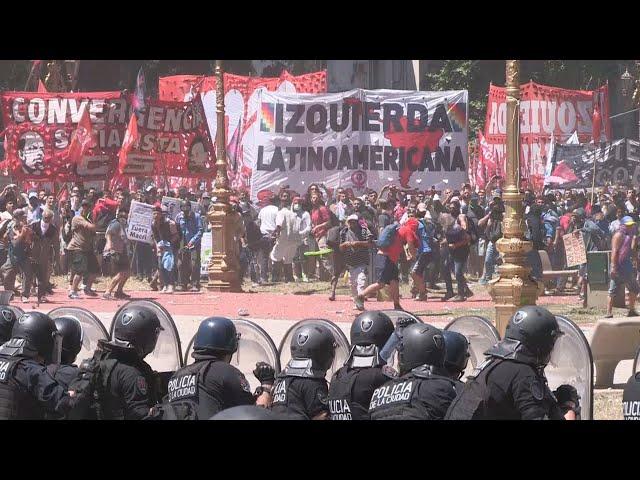 Más de 80 heridos y 48 detenidos en disturbios registrados en Buenos Aires