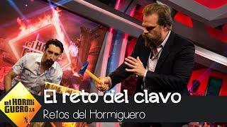 David Harbour derrota a Pablo Motos en el reto del clavo - El Hormiguero 3.0
