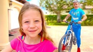 Фото Настя учится кататься на велосипеде. Полезное видео для детей