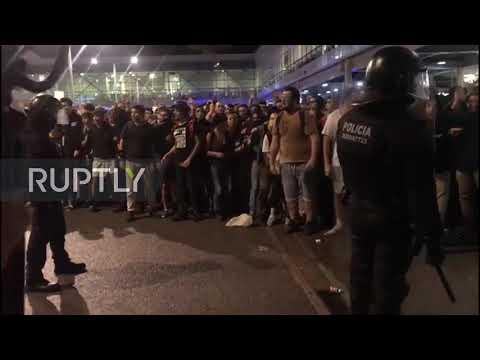Spain: Riot police strike protesters blockading Barcelona airport