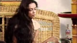 Gabriela 1975 Gabriela se esfora para ser aceita como empregada de Nacib