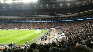 Il minuto di raccoglimento del Wembley Stadium durante Tottenham-Juventus per Davide Astori
