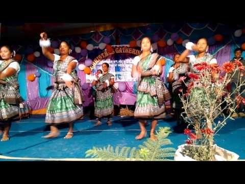 Mor dil me dera karek le prabhu newta deona....FT mahila dance group  in Christmas  gathering