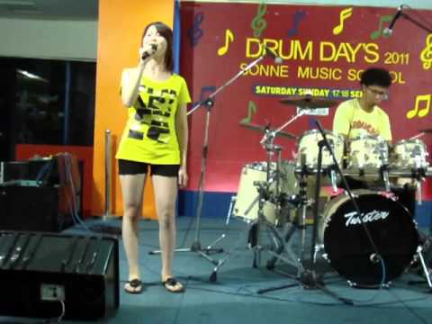Jessie Chiang singing @Drum Day BSD PLAZA (18 Sept 2011)