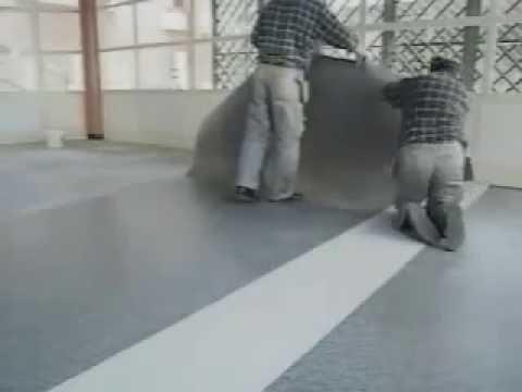 Instalación de piso vinílico en rollo - YouTube