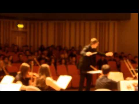 James Keirle conducting the manchester university symphony orchestra