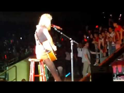 [FANCAM] Taylor Swift RED TOUR in Malaysia -- Enchanted (B stage)