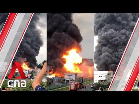 Jurong fire: SCDF firefighters battle massive blaze
