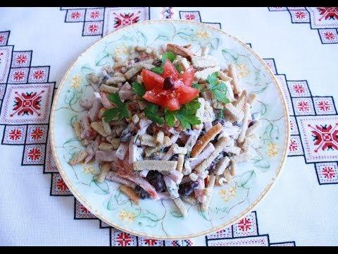 Быстрый салат с красной фасолью и ветчиной