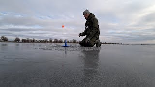 Только расставили жерлицы и тут началось Зимняя рыбалка на жерлицы в Астрахани 2019