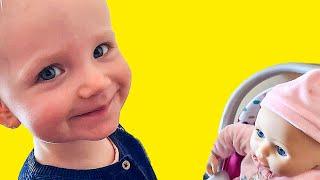 Фото Алисия играет в куклы - Видео для детей - Для самых маленьких - Video For Kids - Для малышей