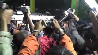 VIDEO Jenazah Achmad Kurniawan KIPER AREMA FC Dibawa Ke Mobil