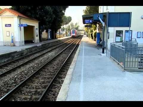 Passage pleine vitesse d 39 un train ter en gare de for Azureva roquebrune cap martin piscine