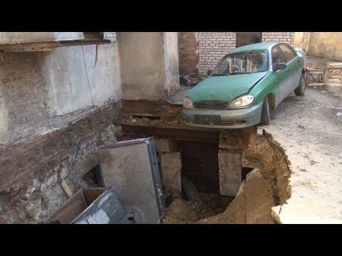 Жители оказавшегося на краю пропасти дома в Волгограде винят в своих бедах УК и депутата