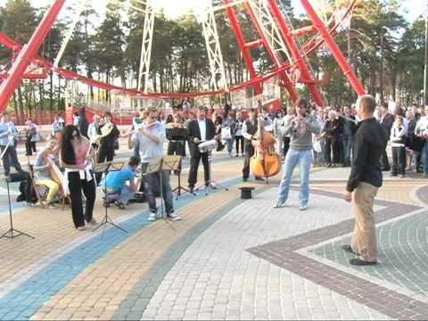 Неворятный флешмоб в Харькове в парке имени Горького - Как поздравить с Днем Рождения