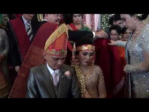 Gabe Maho Boru - Pemberian Ulos Hela Pada Pernikahan Adat Batak