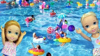 Download Super FLOATIES party ! Elsa and Anna toddlers - pool - Barbie - lazy river - water fun splash Mp3 and Videos