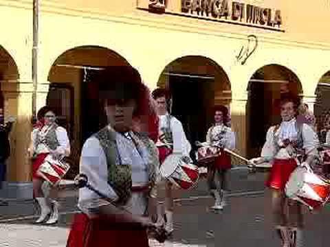 Banda Musicale con Majorettes di Quaderni -Crevalcore - (Bo)