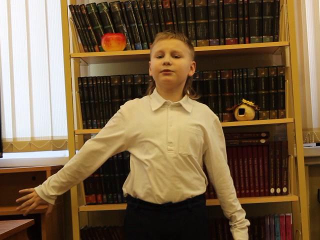 Изображение предпросмотра прочтения – ДмитрийГалошин читает произведение «Мелколесье, степь и дали» С.А.Есенина