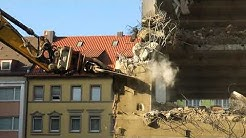 Abbrucharbeiten des ehemaligen Wöhrl - Sportkaufhauses