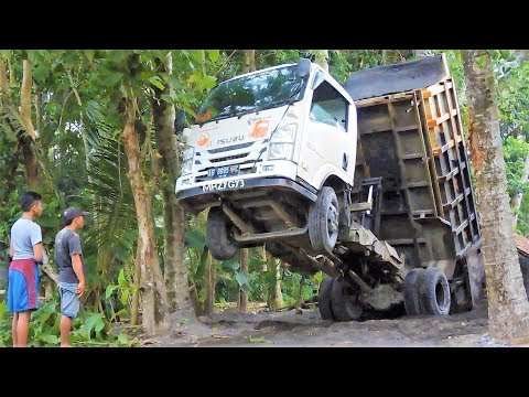 Tipper Dump Truck FAIL Recovery Isuzu Elf NMR 71 By Old Colt T120