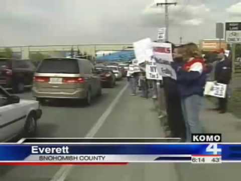 Boeing Workers Protest Contract