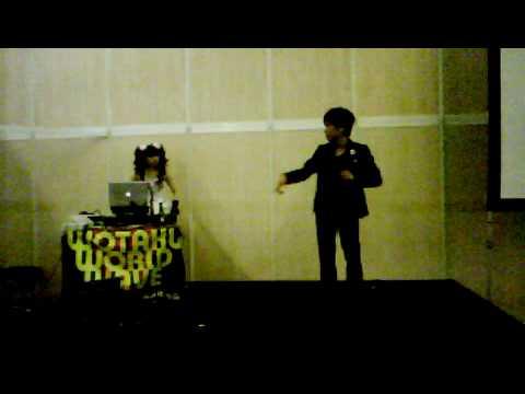 JAPAN EXPO 2009:le danseur de la salle de karaoke