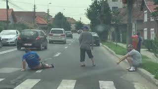 Alba24 Video: Bărbat lovit de mașină pe trecerea de pietoni de pe Calea Moților