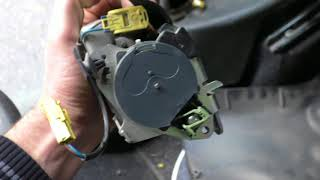 Fiat Doblo 1.3 multijet ремонт ремня безопасности.