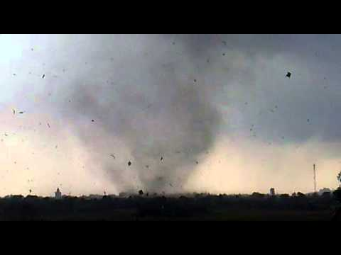 Tornado in Hai Phong, Viet Nam :Lốc xoáy ở An Lư - Thủy Nguyên - Hải Phòng 23/6/2011