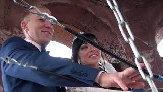Жених - звонарь вместе с невестой поднялся на колокольню храма