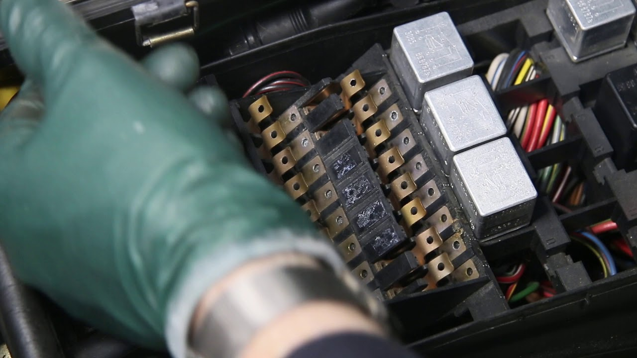 working on fritz my 1980 mercedes 280se euro: why fuse replacement now?