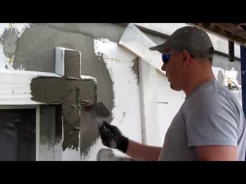 Как облагородить стык входной двери со стеной?