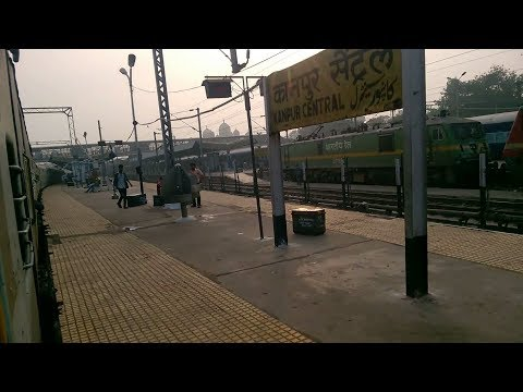 22428 Anand Vihar Terminal - Ballia Bhrigu SuperFast Entering Kanpur Central