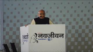 Shri Motilal Vora addresses a gathering at the re-launch of Navjivan newspaper