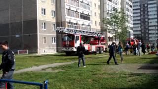 Пожарные спасают ребенка