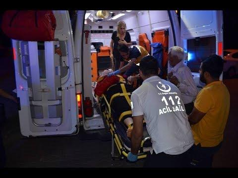 Besni'de Hafif Ticari Araçla Otomobil Çarpıştı 3 yaralı