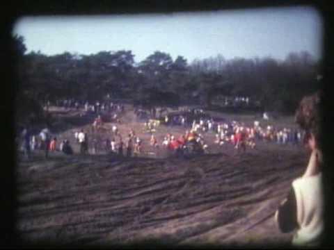 Peter Janssen aan het motorcrossen in Bergharen in 1983