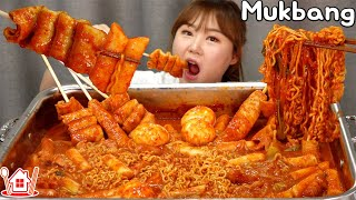 Couple Mukbang│Cooking and eating yummy Tteokbokki on a big steel plate. 😋😋😋