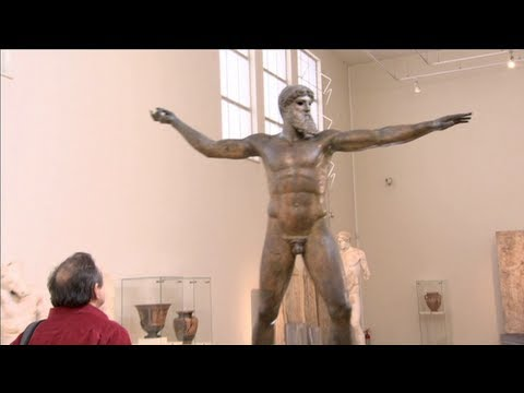 Visiting the National Archaeological Museum of Athens (Greek / English Subtitles)