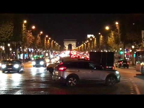 Champs Elysees traffic near the Arc du Triomphe