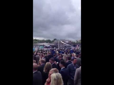 Experience the crowds at Chester Racecourse