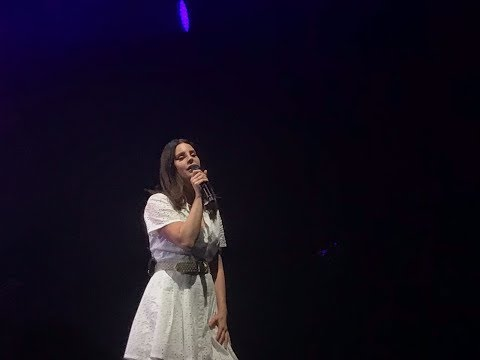 """LANA DEL REY - 'Get Free' live in  Madrid - Final show of the """"LA to the Moon Tour"""