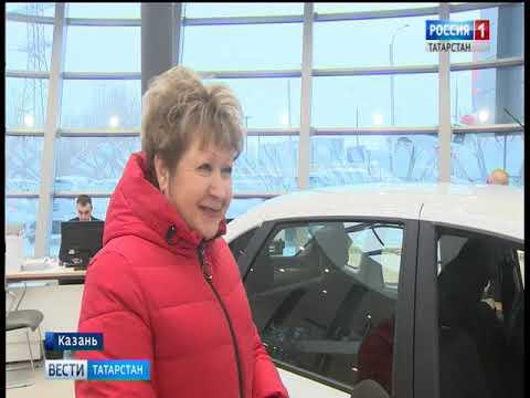 В Казани Фонд социального страхования передал автомобили пострадавшим на производстве